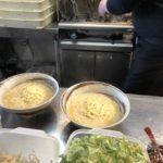 毎朝自社で豚骨乳化スープつくっています。コラーゲンたっぷり。