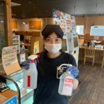 らーめん萬楽では、スタッフ全員マスクとゴム手袋着用で新型コロナ感染防止を徹底しています。